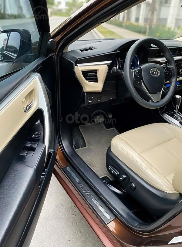 Bán Toyota Corolla Altis 1.8G sản xuất năm 2017, màu nâu còn mới (2)