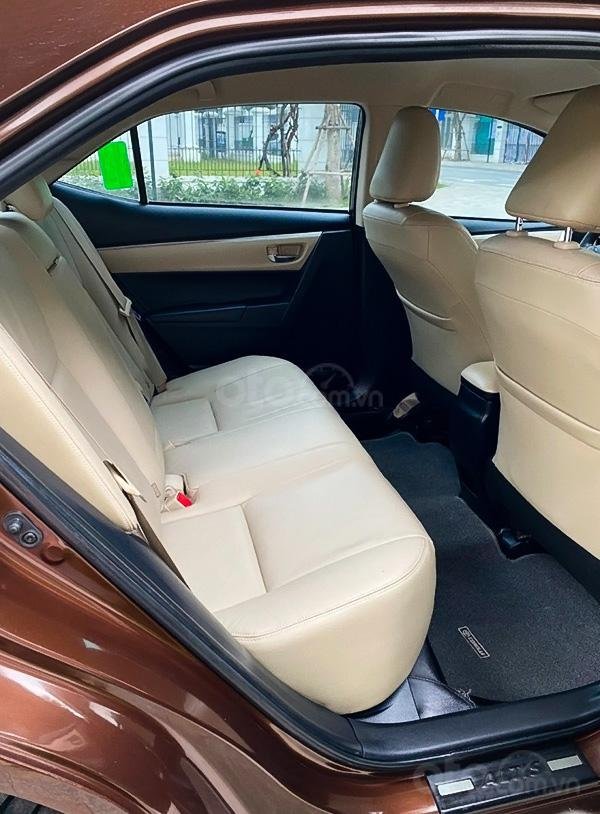 Bán Toyota Corolla Altis 1.8G sản xuất năm 2017, màu nâu còn mới (4)