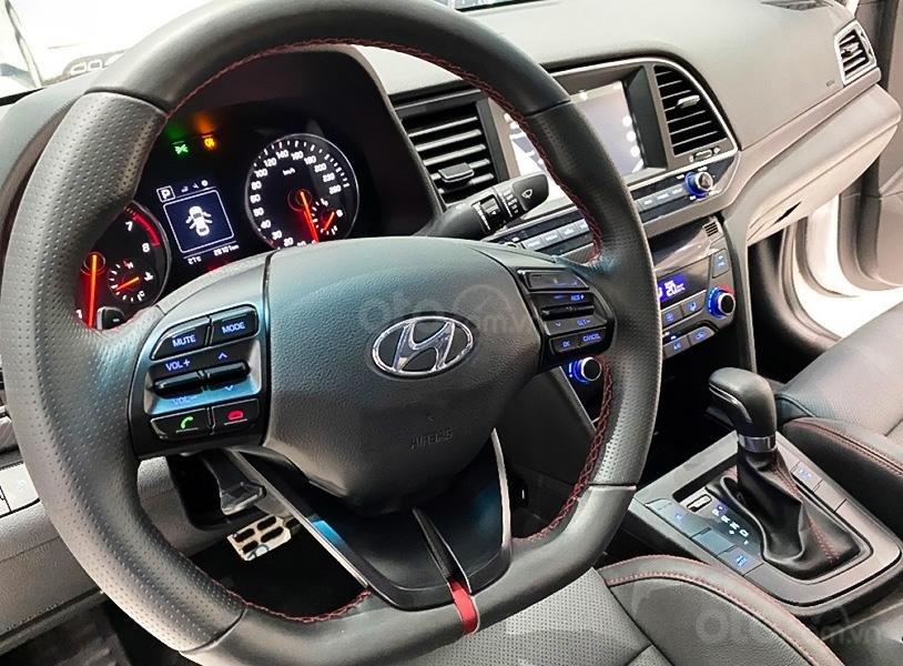 Bán Hyundai Elantra 1.6 Turbo năm 2018, màu trắng còn mới, giá 665tr (5)