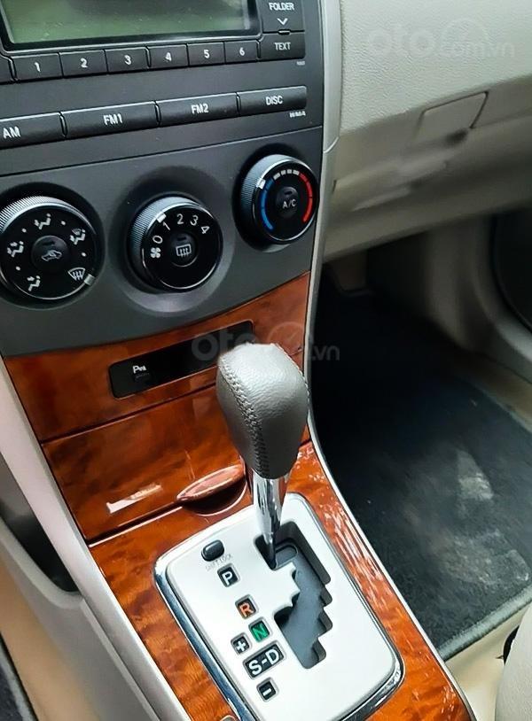 Bán Toyota Corolla Altis 1.8 AT năm sản xuất 2010, màu bạc còn mới, giá 408tr (2)