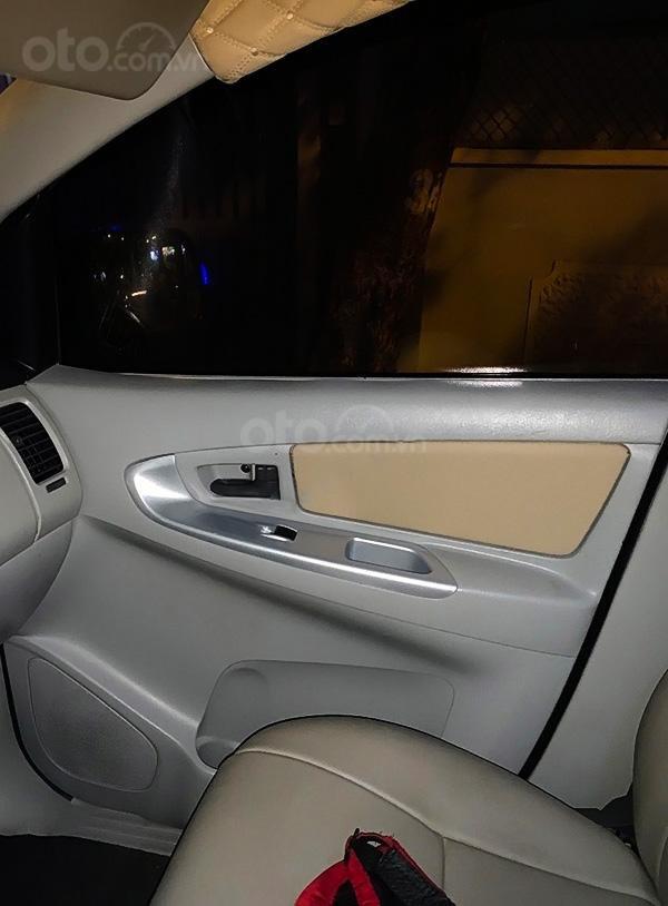 Bán xe Toyota Innova năm 2013, màu trắng còn mới (2)