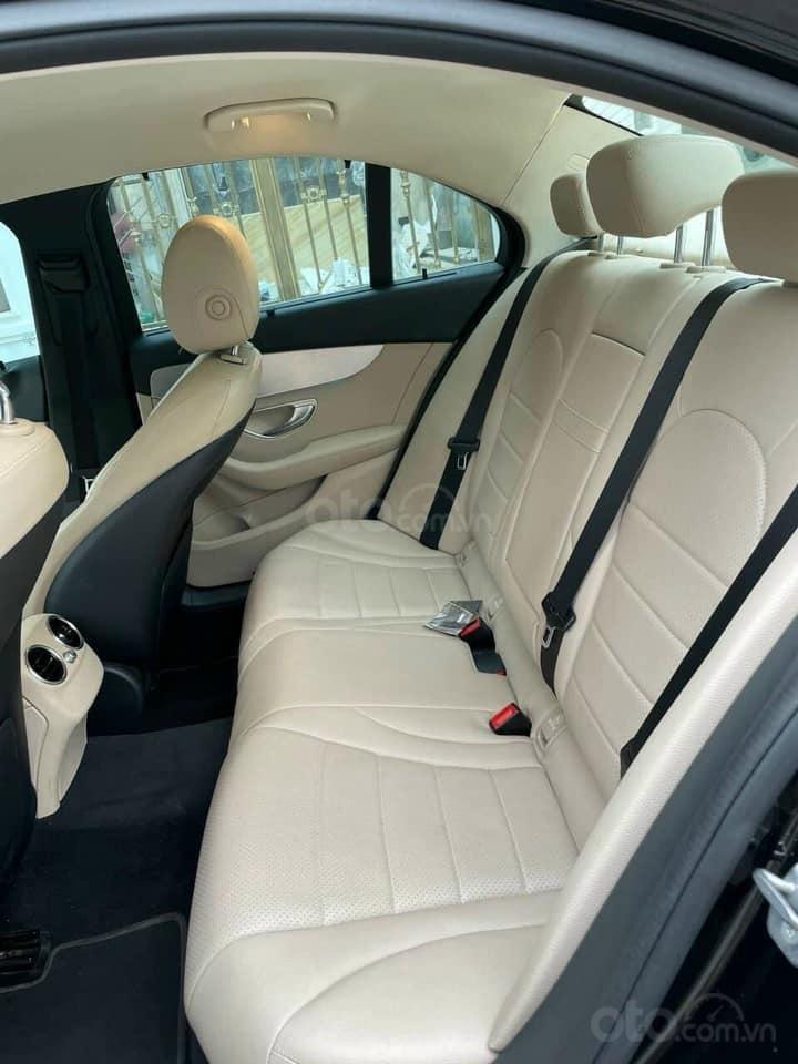 Bán xe Mercedes C200 năm sản xuất 2016, màu đen, bay nhanh (4)