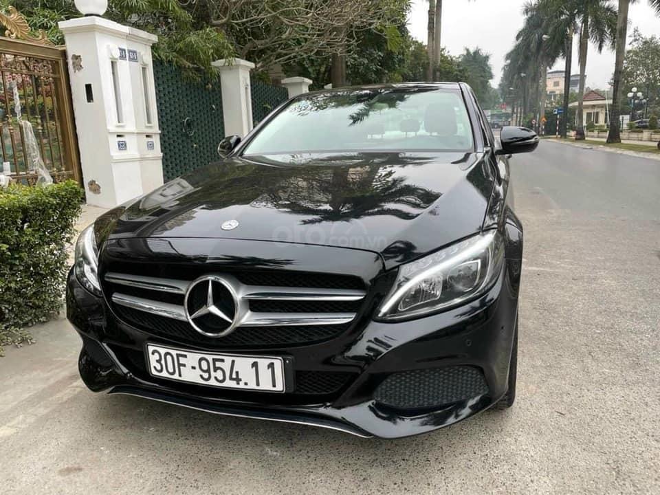 Bán xe Mercedes C200 năm sản xuất 2016, màu đen, bay nhanh (1)