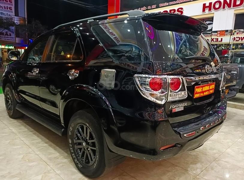 Bán Toyota Fortuner năm 2012, màu đen còn mới (2)