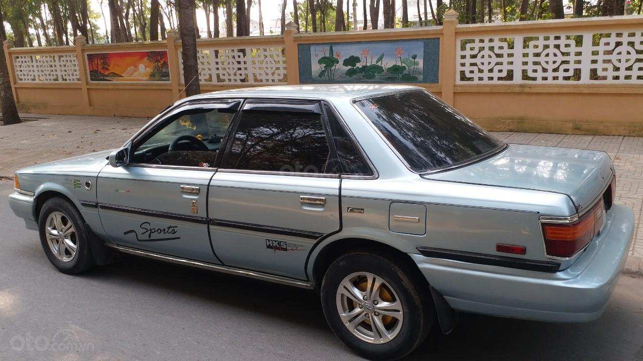 Cần bán lại Toyota Camry 1988 giá chỉ 68 triệu (2)