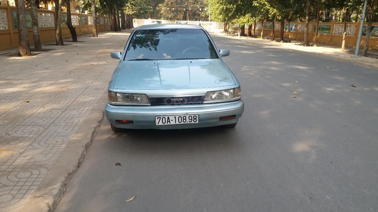 Cần bán lại Toyota Camry 1988 giá chỉ 68 triệu (1)