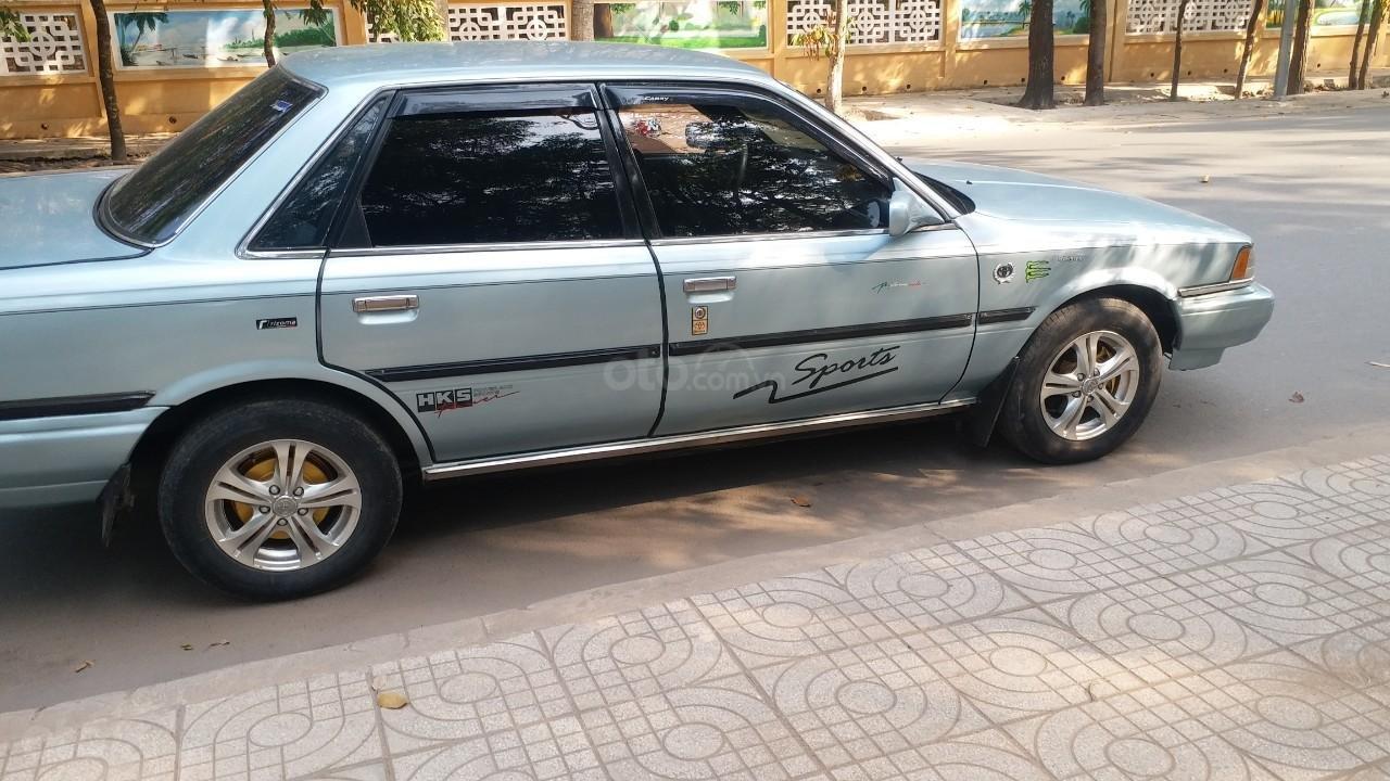 Cần bán lại Toyota Camry 1988 giá chỉ 68 triệu (3)