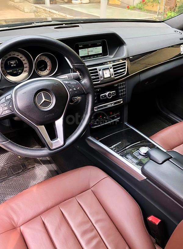 Xe Mercedes E250 sản xuất 2014, màu đen, giá thấp (3)