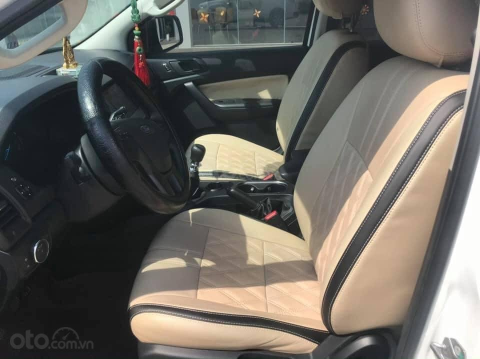 Cần bán Ford Everest Ambiente 2.0 đời 2019, màu trắng số sàn, giá tốt (6)