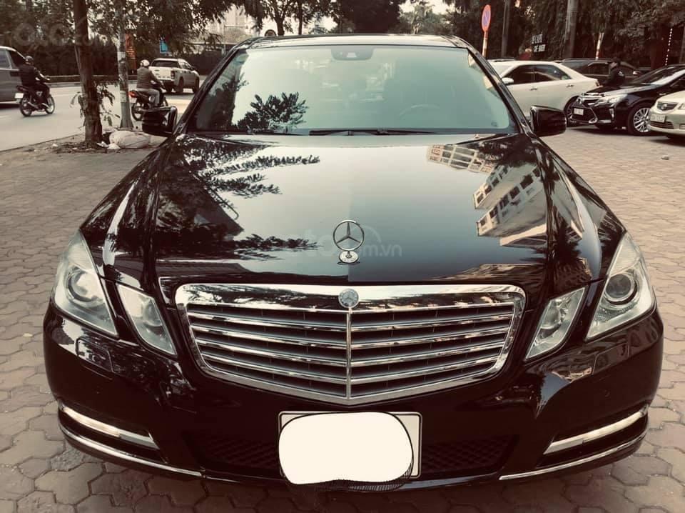 Cần bán xe Mercedes E300 sản xuất 2011, màu đen như mới, xe chất giá tốt (1)