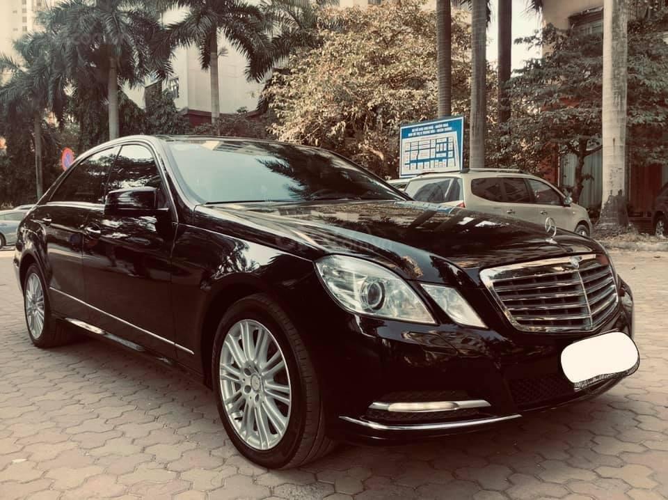 Cần bán xe Mercedes E300 sản xuất 2011, màu đen như mới, xe chất giá tốt (3)
