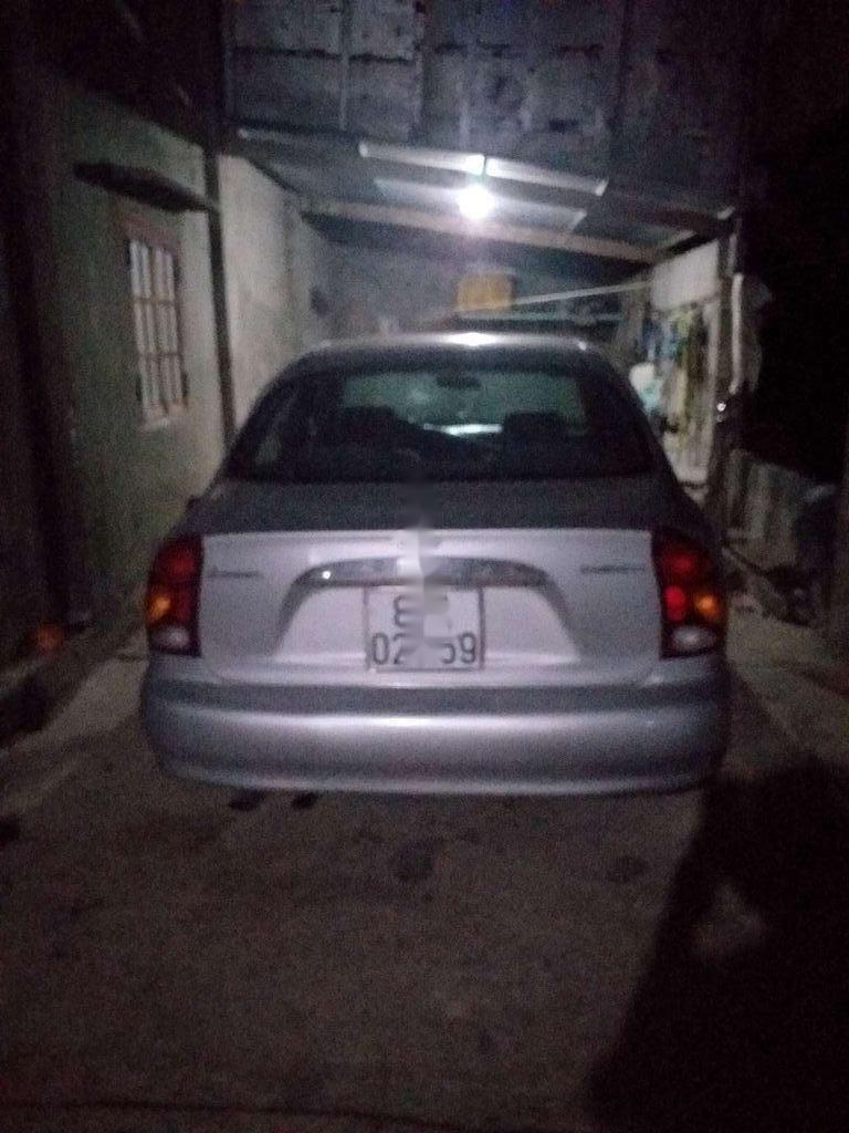 Cần bán xe Daewoo Lanos đời 2001, màu bạc còn mới (1)