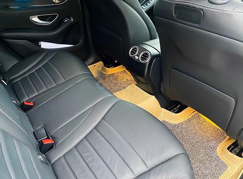Cần bán xe Mercedes GLC300 năm 2017, màu trắng còn mới (4)