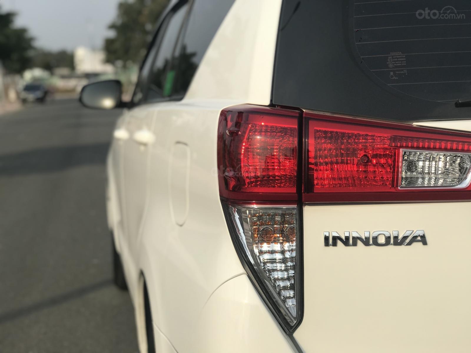 Cần bán Toyota Innova sản xuất năm 2019, màu trắng, số sàn (8)
