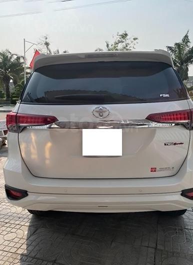 Cần bán gấp Toyota Fortuner TRD sản xuất 2019, màu trắng còn mới (3)