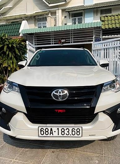 Cần bán gấp Toyota Fortuner TRD sản xuất 2019, màu trắng còn mới (6)