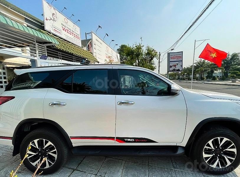 Cần bán gấp Toyota Fortuner TRD sản xuất 2019, màu trắng còn mới (1)