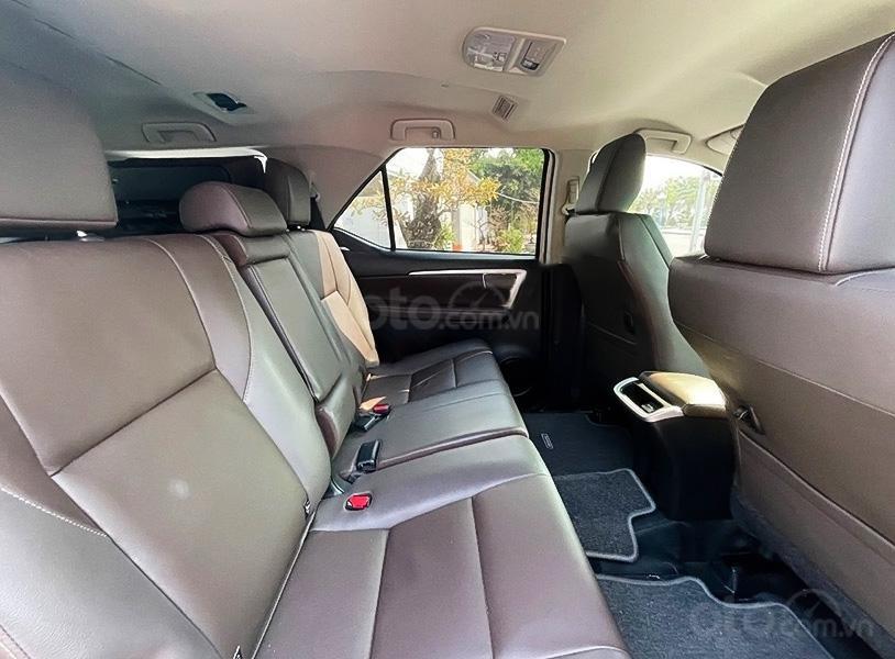 Cần bán gấp Toyota Fortuner TRD sản xuất 2019, màu trắng còn mới (4)