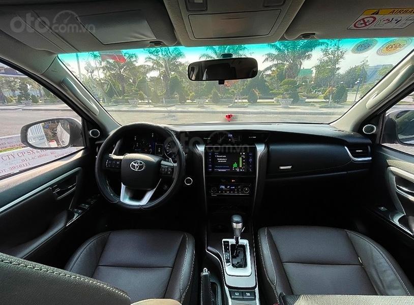 Cần bán gấp Toyota Fortuner TRD sản xuất 2019, màu trắng còn mới (5)