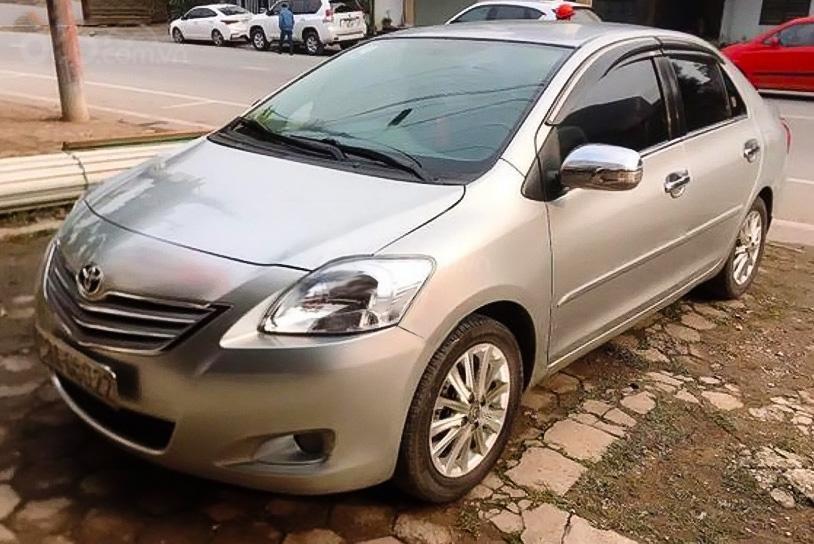 Cần bán lại xe Toyota Vios 1.5E sản xuất năm 2010, màu bạc còn mới (1)