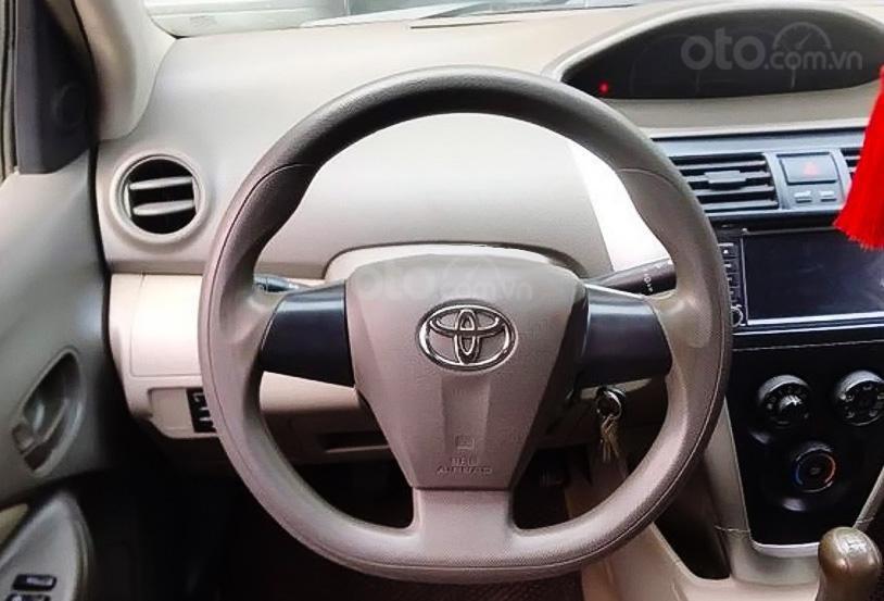 Cần bán lại xe Toyota Vios 1.5E sản xuất năm 2010, màu bạc còn mới (3)