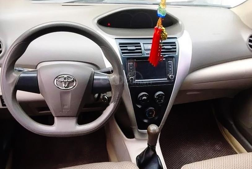 Cần bán lại xe Toyota Vios 1.5E sản xuất năm 2010, màu bạc còn mới (2)