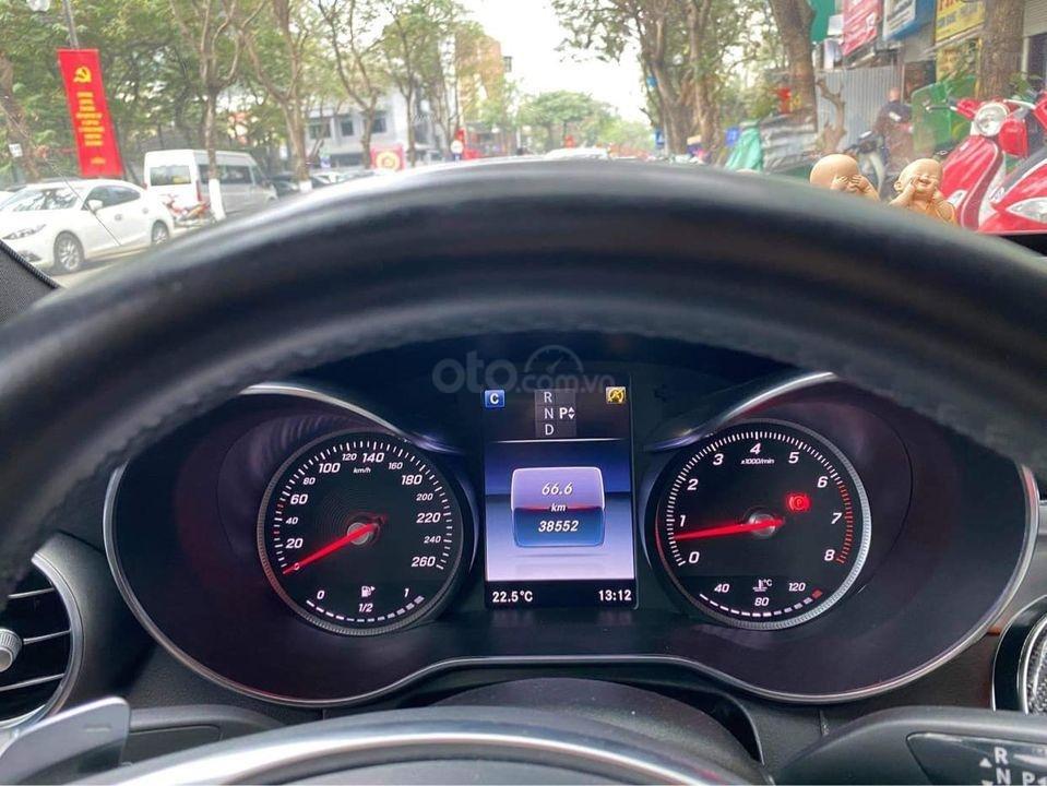 Bán nhanh Mercedes-Benz AMG C300 đời 2017, màu đỏ như mới (3)