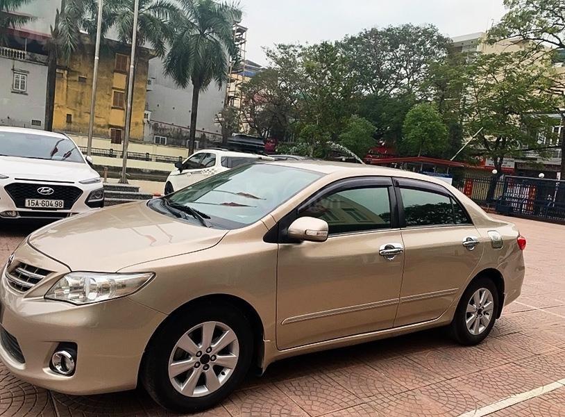 Cần bán Toyota Corolla Altis 1.8G AT sản xuất năm 2011 chính chủ (1)