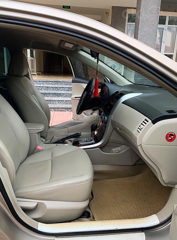 Cần bán Toyota Corolla Altis 1.8G AT sản xuất năm 2011 chính chủ (4)