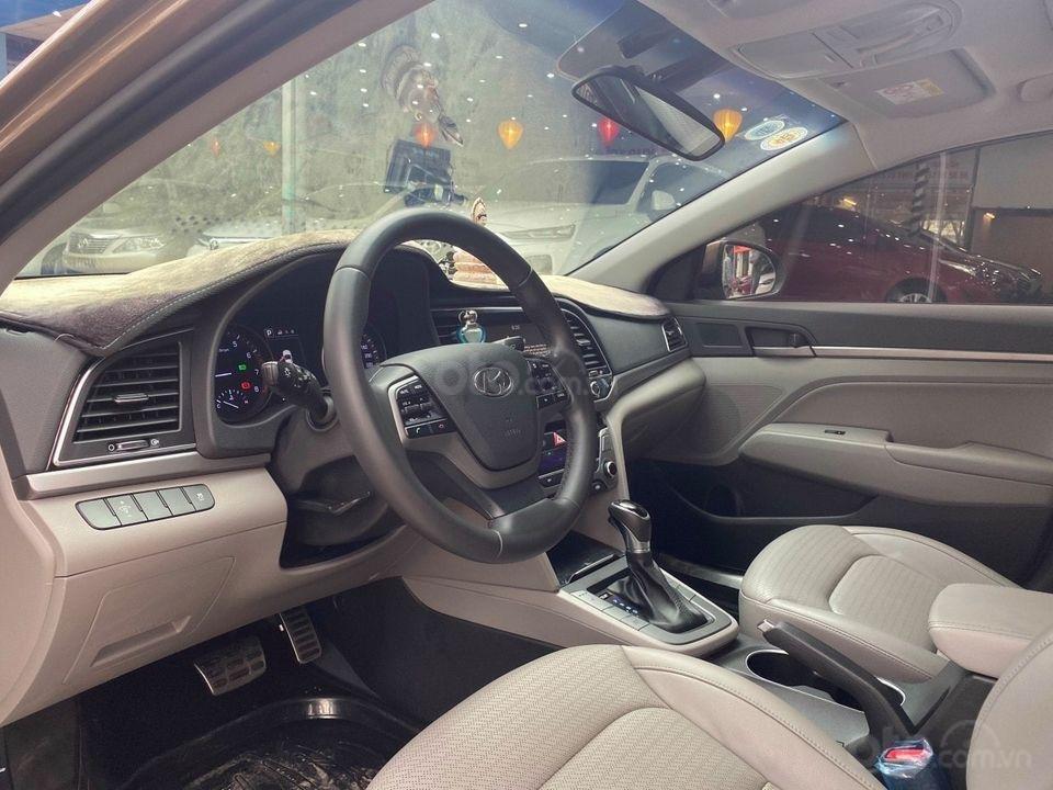 Cần bán Hyundai Elantra 2.0AT sản xuất năm 2016, màu nâu chính chủ (5)