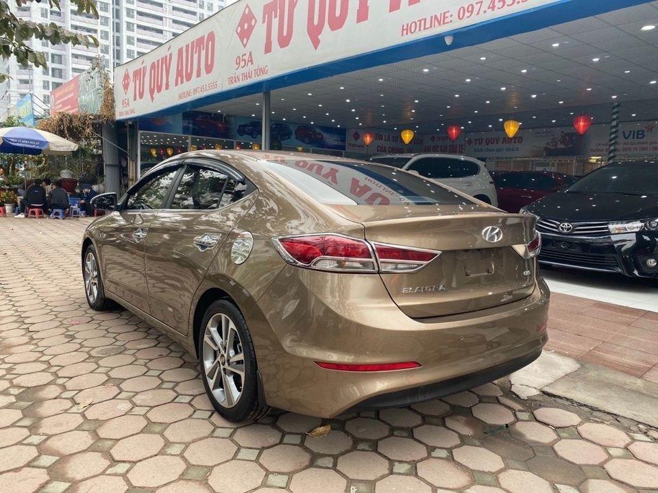Cần bán Hyundai Elantra 2.0AT sản xuất năm 2016, màu nâu chính chủ (4)