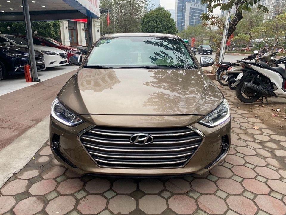 Cần bán Hyundai Elantra 2.0AT sản xuất năm 2016, màu nâu chính chủ (1)
