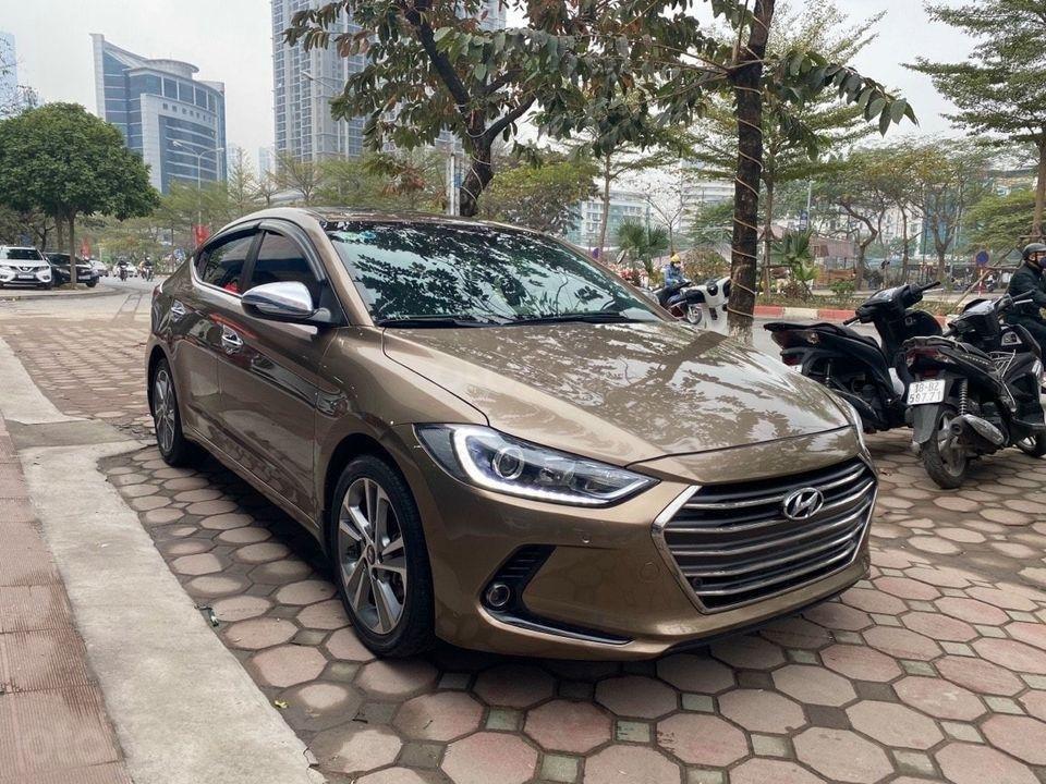 Cần bán Hyundai Elantra 2.0AT sản xuất năm 2016, màu nâu chính chủ (2)