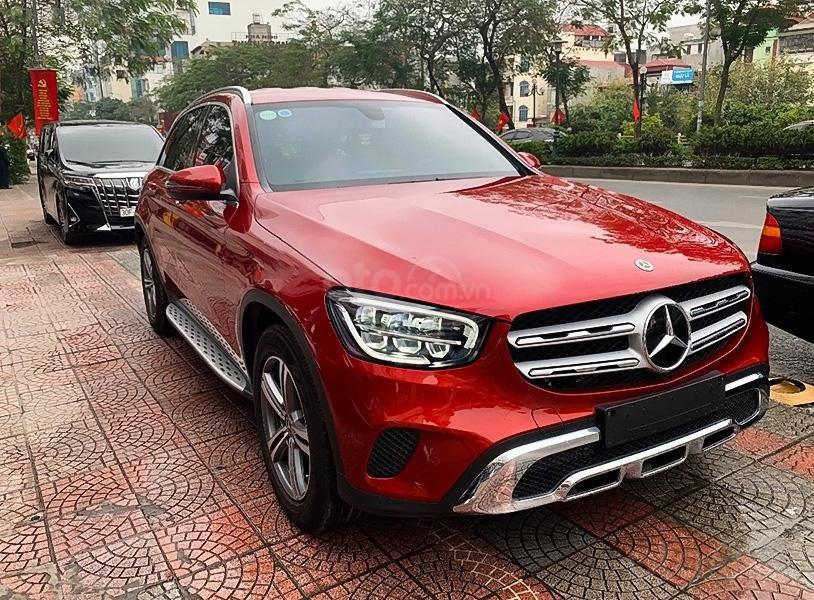 Bán Mercedes GLC200 sản xuất 2020, màu đỏ còn mới (1)