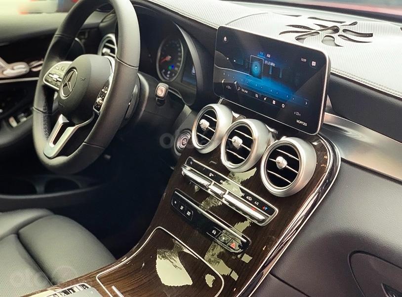 Bán Mercedes GLC200 sản xuất 2020, màu đỏ còn mới (2)