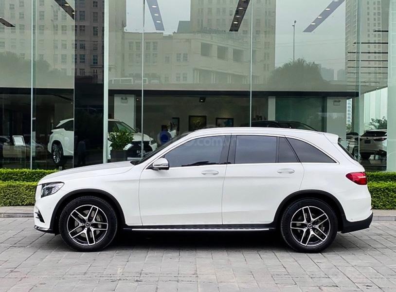 Cần bán xe Mercedes GLC300 4Matic năm sản xuất 2018, màu trắng còn mới (2)