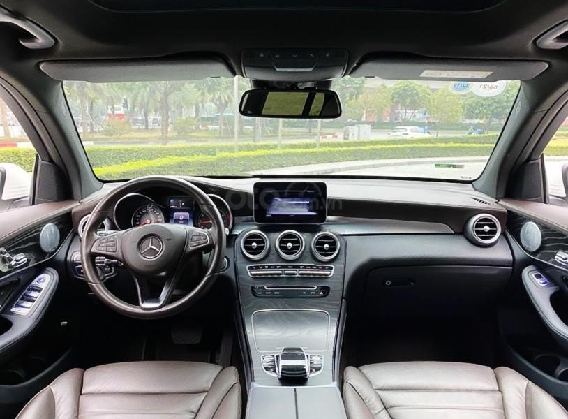 Cần bán xe Mercedes GLC300 4Matic năm sản xuất 2018, màu trắng còn mới (3)