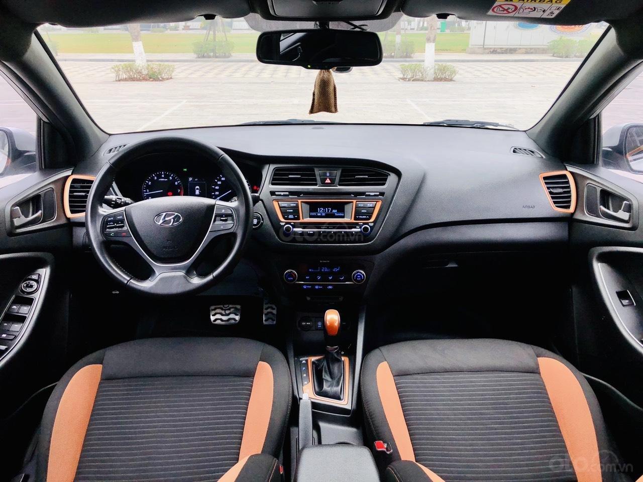 Bán nhanh Hyundai i20 1.4AT SX 2015 bạc, đẹp xuất sắc biển TP (4)