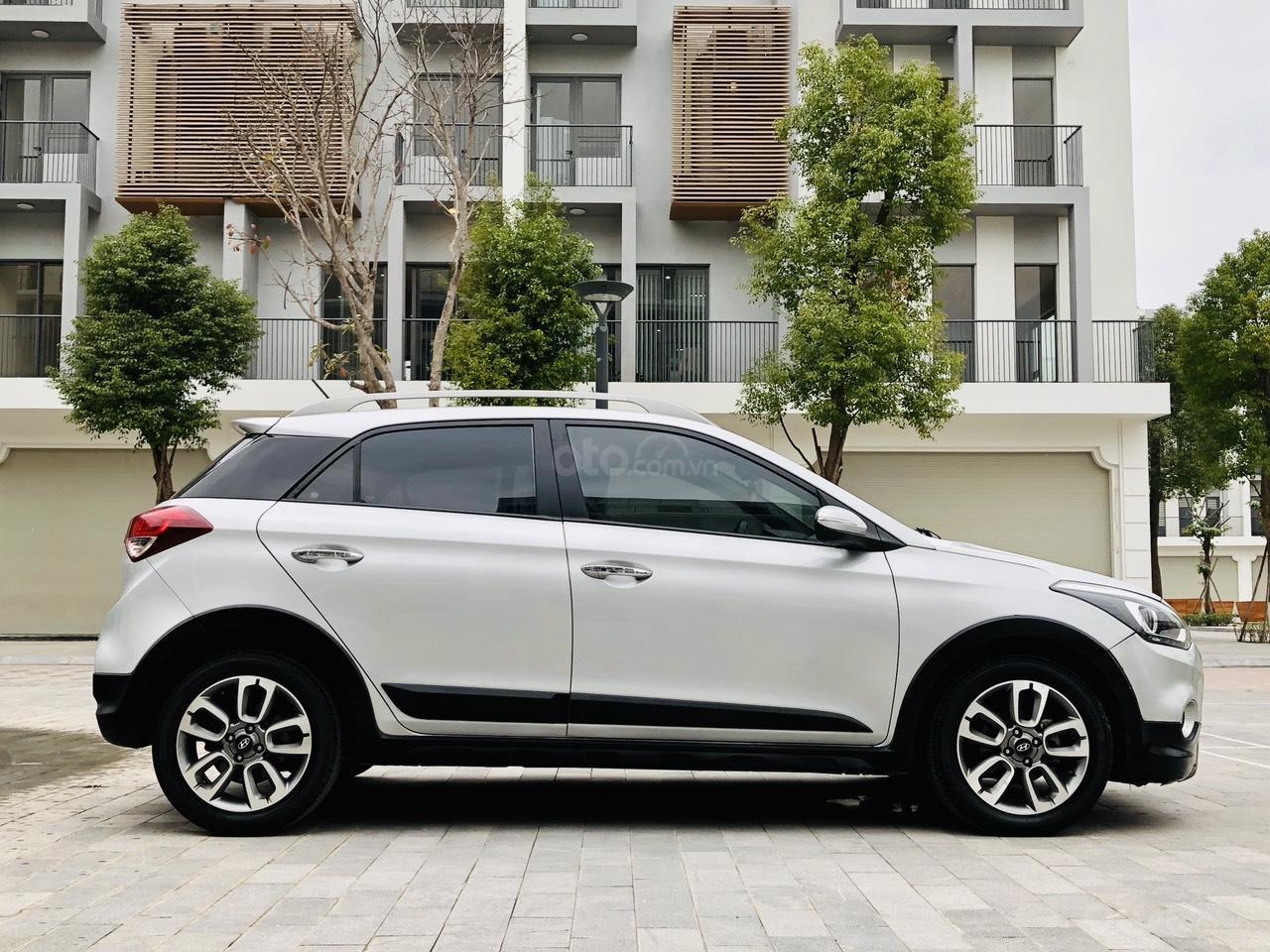 Bán nhanh Hyundai i20 1.4AT SX 2015 bạc, đẹp xuất sắc biển TP (1)