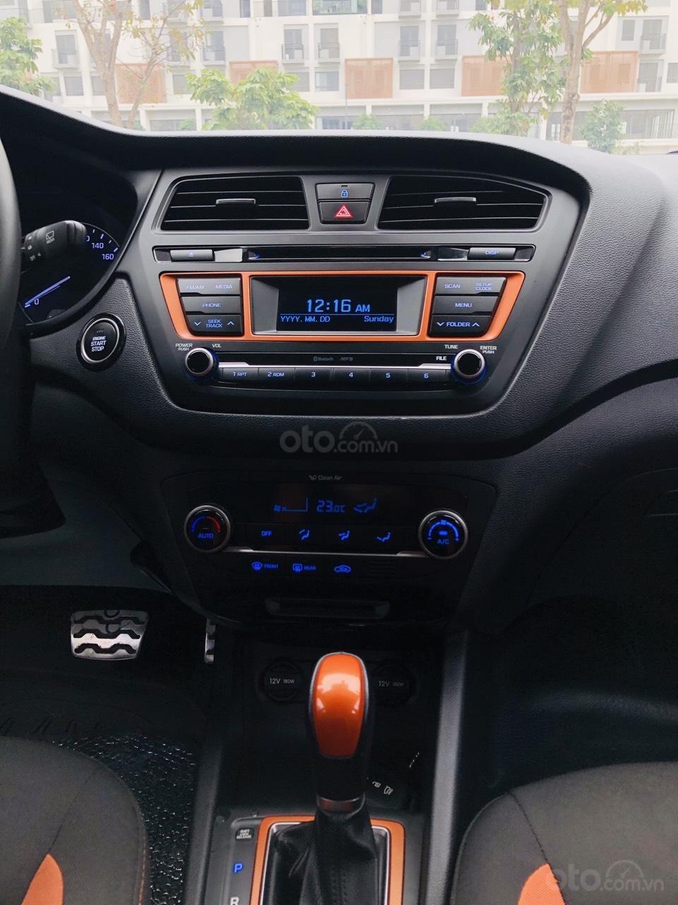 Bán nhanh Hyundai i20 1.4AT SX 2015 bạc, đẹp xuất sắc biển TP (9)
