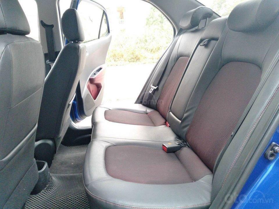 Cần bán gấp Hyundai Grand i10 1.2 đời 2017, màu xanh, xe gia đình (5)