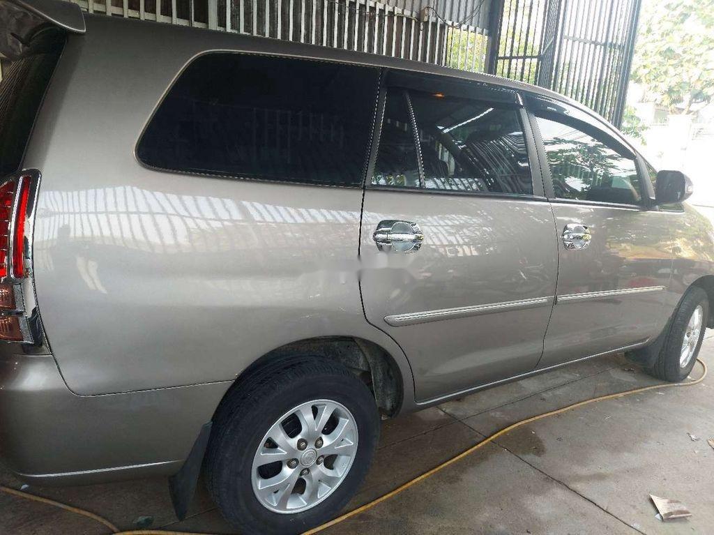 Cần bán lại xe Toyota Innova sản xuất 2006, màu xám còn mới (2)