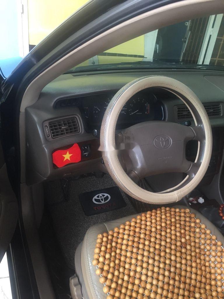 Bán Toyota Camry sản xuất 2002, màu xanh lam (11)