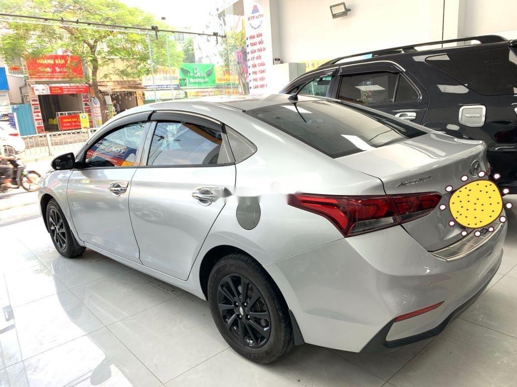 Cần bán Hyundai Accent năm sản xuất 2018 còn mới (9)