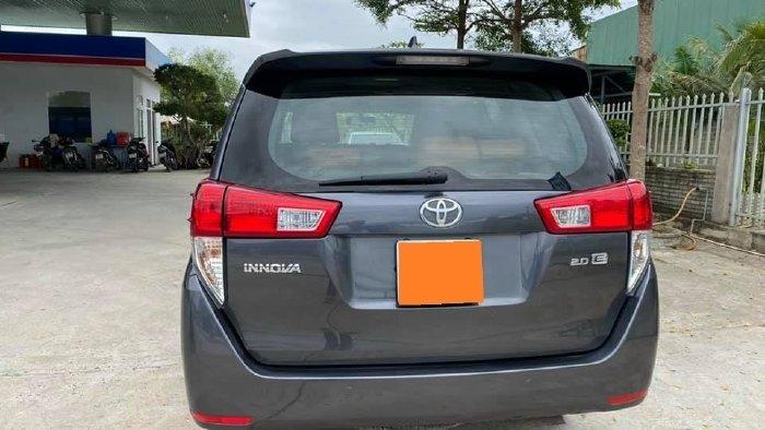 Cần bán lại xe Toyota Innova năm sản xuất 2019, màu xám, giá tốt (4)