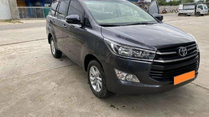 Cần bán lại xe Toyota Innova năm sản xuất 2019, màu xám, giá tốt (7)