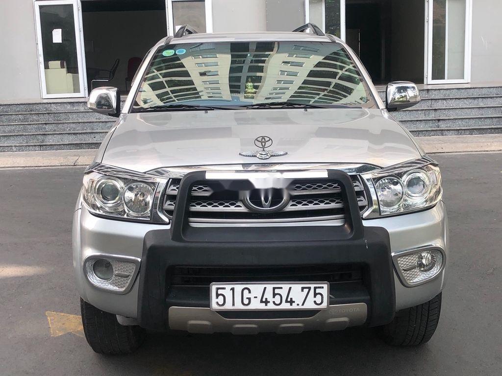 Bán ô tô Toyota Fortuner đời 2009, màu bạc (1)