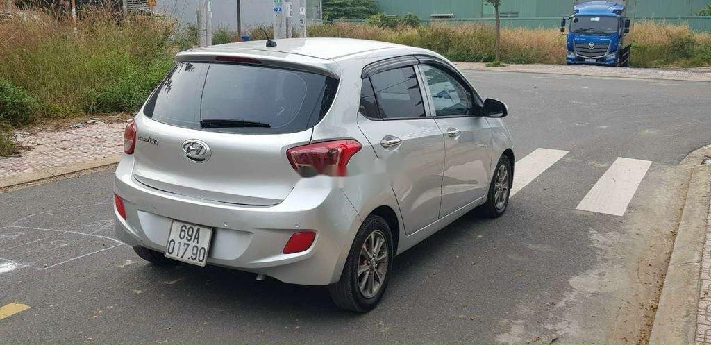 Cần bán gấp Hyundai Grand i10 đời 2015, màu bạc, xe nhập (4)