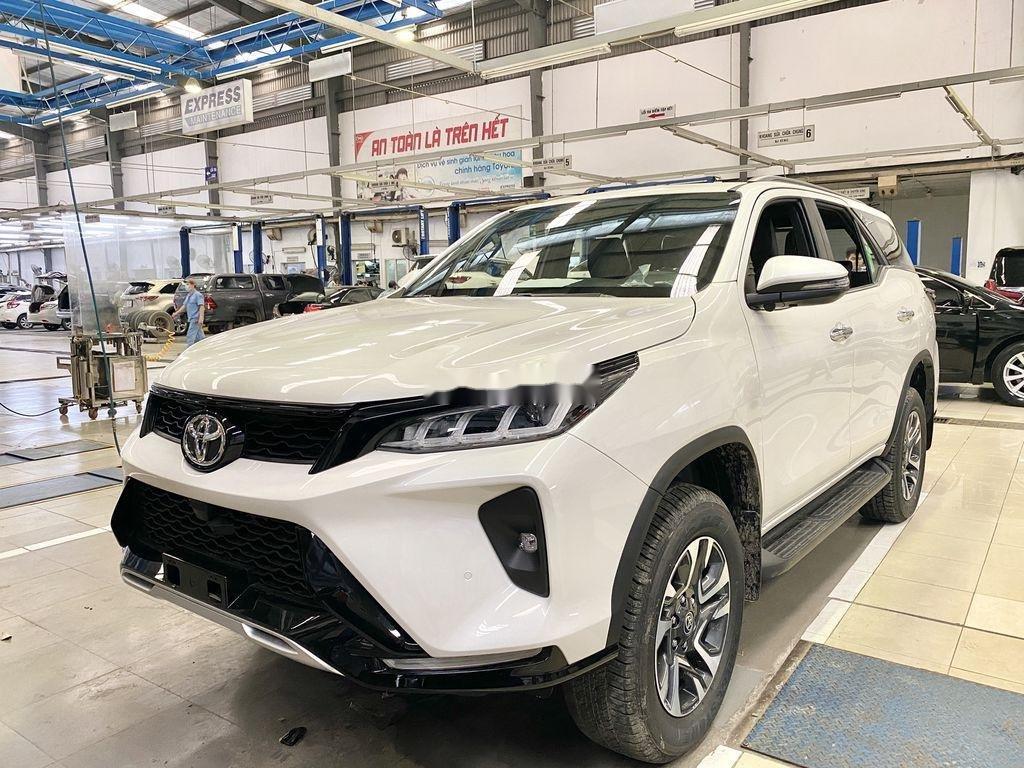 Bán Toyota Fortuner năm sản xuất 2020, màu trắng, giá tốt (3)