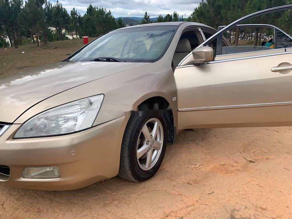 Cần bán xe Honda Accord năm sản xuất 2004, màu vàng, nhập khẩu (7)